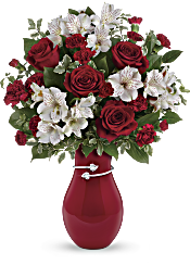 Teleflora's Pair Of Hearts Bouquet Flowers