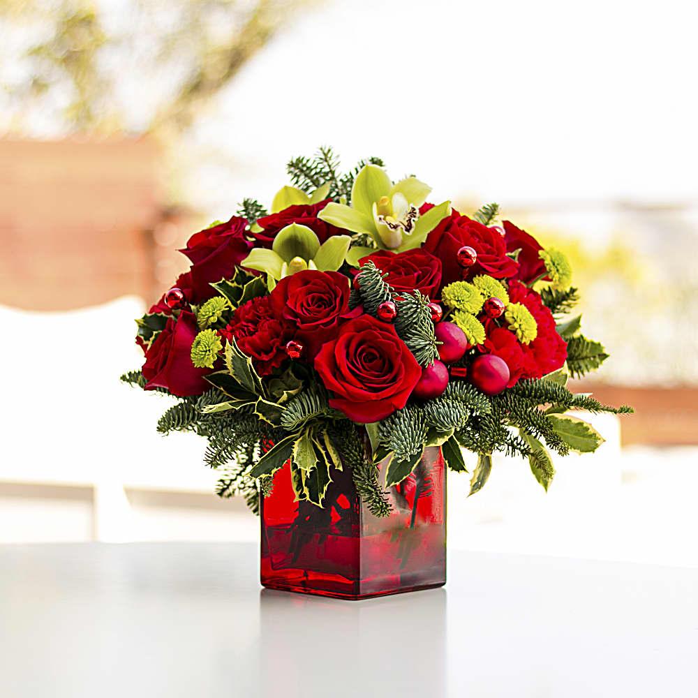 Bouquet De Noel Avec Du Houx bouquet joyeux et brillant de teleflora   teleflora