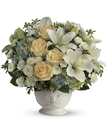 Beautiful Dreams by Teleflora Flowers